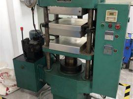 Platt vulkaniseringsmaskin